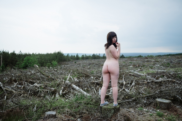 Kitty Misfit posing naked in North Yorkshire by Photographer Lee Jones