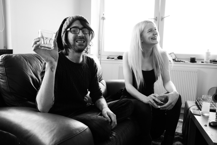 glasgow flat party on crow road with steven leah and kitty by photographer lee jones