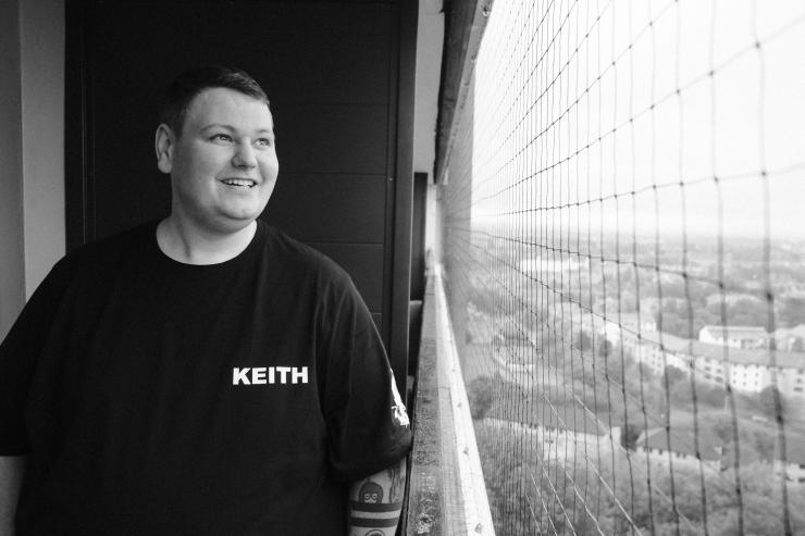 keith, balcony-2